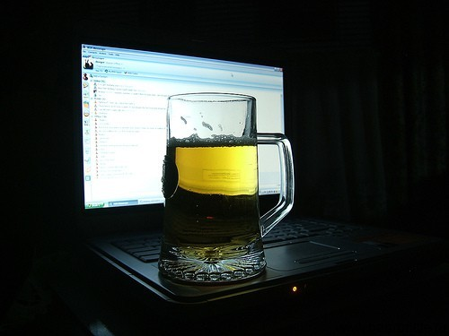 http://www.beerbottle.ru/wp-content/uploads/2012/11/beer-on-computer.jpg
